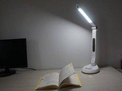 LED台灯导guang板